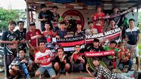 K-Conk Mania akan memberikan dukungan langsung kepada melawan Cilegon United dalam leg kedua babak 32 besar Piala Indonesia 2018 di Stadion Krakatu Steel, Cilegon, Rabu (6/2/2019). (Bola.com/Aditya Wany)