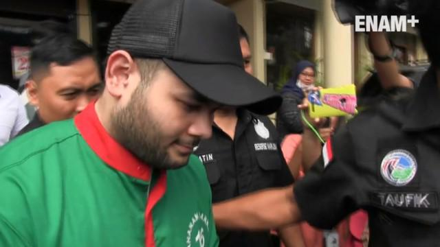 Tersangka kasus kepemilikan narkotika jenis sabu, Ridho Rhoma kembali dibawa ke laboratorium Badan Narkotika Nasional (BNN), Jakarta Timur, untuk pemeriksaan.