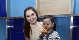 Kabar gembira datang dari salah satu aktris bernama Maya Septha, yang kini sedang dalam masa kehamilan anak keduanya. (Nurwahyunan/Bintang.com)