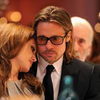 Angelina Jolie kini tengah sendiri usah berpisah dari sang suami, Brad Pitt. (Zimbio)