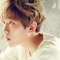 """""""Tolong beritahu aku bagaimana cara menggunakannya,"""" tulis pemilik nama Byun Baekhyun sebagai keterangan foto. (Foto: Soompi.com)"""