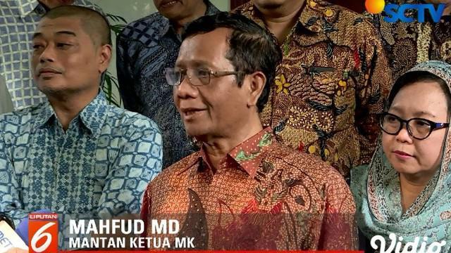 Mahfud menegaskan, jika pihak yang kalah tidak terima dengan hasil keputusan KPU (Komisi Pemilihan Umum) sebaiknya menempuh jalur hukum ke MK.