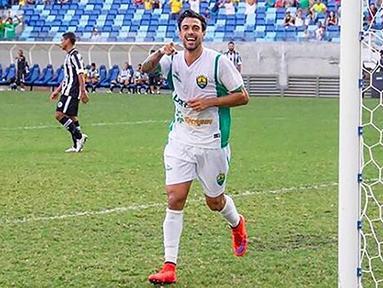 Alex Willian, merupakan playmaker asal Brasil yang kini menjadi incaran Persib Bandung untuk ISL musim 2017. Rencananya gelandang binaan Santos ini akan menjalani seleksi pada Januari mendatang. (Instagram)
