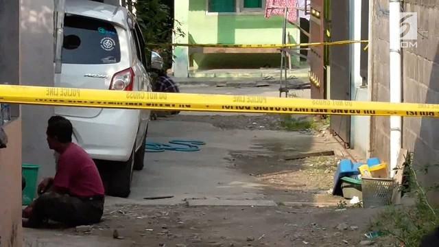 Densus 88 anti teror membekuk seorang lelaki di Sukoharjo, Jawa Tengah, atas dugaan terlibat kasus teroris.