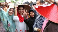Calon Wakil Gubernur Jawa Timur Puti Guntur Soekarno mengucapkan terima kasih atas dukungan dari relawan Joko Widodo (Liputan6.com/Dian Kurniawan)