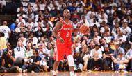 Guard Houston Rockets, Chris Paul, terancam absen 2-4 pekan karena menderita cedera lutut. (Bleacher Report)