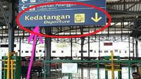 Viral foto salah terjemahan di Stasiun Purwosari, Solo, Jawa Tengah. (Istimewa)