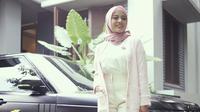 """""""Masih ringkih, ibunya nggak boleh stres,"""" ujar Atta Halilintar saat ditemui di kawasan Kapten Tendean, Jakarta Selatan, Senin (10/5/2021). (Instagram/aurelie.hermansyah)"""