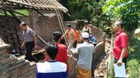 Rumah warga Jember rusak setelah diguncang gempa Situbondo. (Liputan6.com/Dian Kurniawan)