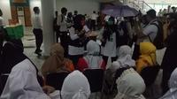 Sebanyak 1.108 petugas haji menggelar simulasi pelaksanaan penyelenggaraan ibadah haji di Asrama Haji Pondok Gede Jakarta. Dok MCh