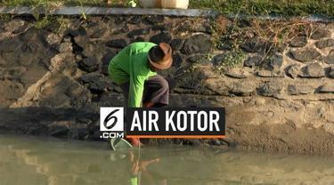 Warga Tegal terpaksa mengkonsumsi air sungai yang kotor karena tidak adanya pasokan air bersih. Hal ini disebabkan datangnya musim kemarau.