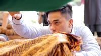 Suasana pemakaman Ayah Enda Ungu (Deki Prayoga/bintang.com)