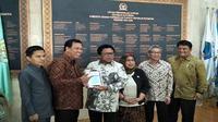 Ketua DPD RI Oesman Sapta Odang melaporkan Surat Pemberitahuan (SPT) Pajak Tahun 2017 di Gedung DPD RI. (Liputan6.com/Septian Deny)