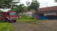 Kantor Dinas Pemadam Kebakaran (Damkar) Probolinggo tak bisa menerima panggilan warga gara-gara Satpol PP. Kok bisa? (Liputan6.com/Dian Kurniawan)