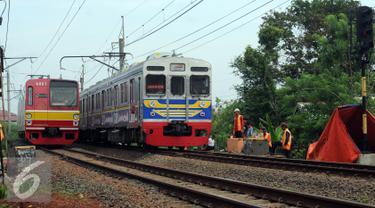 20151125-Perjalanan-KRL-Commuter-Line-Kembali-Normal-HEL