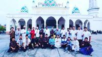 Remaja Pejuang Subuh usai melaksanakan Salat Subuh berjamaah dan kajian untuk generasi muda di Kabupaten Siak. (Liputan6.com/Istimewa/M Syukur)