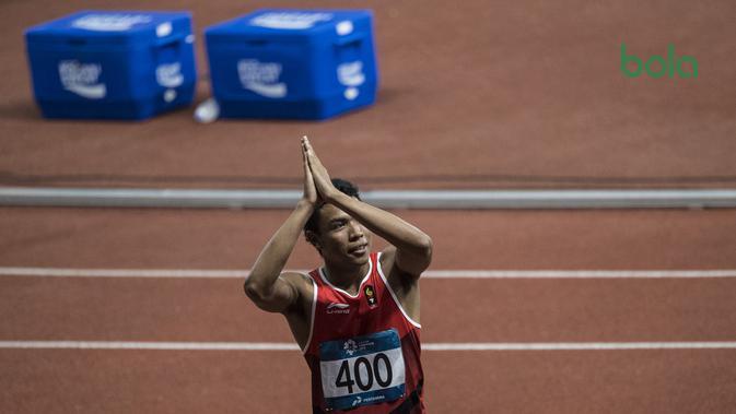 Pelari Indonesia, Lalu Muhammad Zohri, meminta maaf gagal meraih medali pada nomor 100 meter Asian Games di SUGBK, Jakarta, Minggu (26/8/2018). Lalu Zohri finish di urutan ke tujuh dengan catatan waktu 10,20 detik. (Bola.com/Vitalis Yogi Trisna)