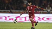 Gelandang Persija Jakarta, Sandi Sute, mengontrol bola saat melawan Bhayangkara FC pada laga Liga 1 di SUGBK, Jakarta, Jumat (23/3/2018). Kedua klub bermain imbang 0-0. (Bola.com/Vitalis Yogi Trisna)