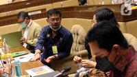 (kanan ke kiri) Menteri BUMN Erick Thohir, Menteri Keuangan Sri Mulyani Indrawati, Menteri Pertanian Syahrul Yasin Limpo, dan Menteri ESDM Arifin Tasrif rapat konsultasi dengan pimpinan DPR membahas masalah pupuk subsidi di Kompleks Parlemen, Jakarta, Selasa (9/2/2021). (Liputan6.com/Angga Yuniar)