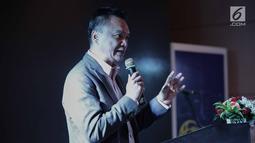 Ketum Asosiasi Dosen Indonesia Dino Patti Djalal memberikan sambutan pada pameran World Post Graduate 2018 di Jakarta, Sabtu (12/5). Pameran ini juga memberikan tes simulasi IELTS untuk mengukur kemampuan bahasa asing. (Liputan6.com/Faizal Fanani)