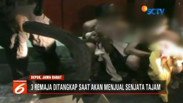 Tim Jaguar Polres Depok menangkap tiga remaja penjual senjata tajam kepada geng motor. ketiganya mengaku akan menggunakan uang hasil penjualan senjata tajam untuk study tour.