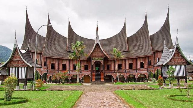 6 Rumah Tradisional Indonesia yang Hampir Punah