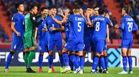 Para pemain Thailand merayakan gol ke gawang Singapura pada laga pamungkas Grup B Piala AFF 2018. (AFF Suzuki Cup)