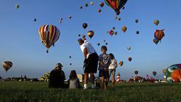 Ratusan balon udara memeriahkan QuickChek New Jersey Festival ke-32 di Readington, (25/7/2014). (REUTERS/Eduardo Munoz)