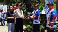 Mitsubishi Outlander Sport Club berbagi bibit tanaman untuk kelestarian Gunung Bromo (ist)
