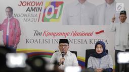 Direktur Konten TKN Jokowi-Ma'ruf Amin, Fiki Satari (kiri) memberikan keterangan terkait OTT KPK terhadap Ketum PPP Romahurmuziy, Jakarta, Jumat (15/3). Menurut Fiki, kasus Romahurmuziy tidak terkait dengan pilpres. (Liputan6.com/Faizal Fanani)