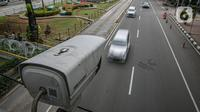 Kamera Closed Circuit Television (CCTV) terpasang di Jalan MH Thamrin, Jakarta, Sabtu (23/1/2021). Saat ini Jakarta sudah memiliki 53 kamera ETLE yang tersebar di beberapa wilayah ibu kota. (Liputan6.com/Faizal Fanani)