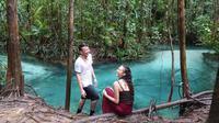 Dimas Anggara dan Nadine Chandrawinata terlihat menikmati keindahan alam di Raja Ampat. Jika dilihat dari wajahnya, pasangan ini terlihat begitu bahagia saat menghabiskan waktu bersama. (Foto: instagram.com/dimsanggara)