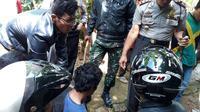 Pelaku penganiayaan dibekuk warga dan kepolisian Banjarnegara. (Foto: Liputan6.com/SRU RAPI BNA/Muhamad Ridlo)