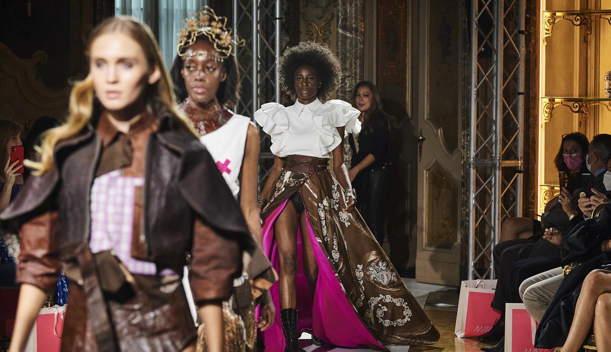 JYK yang merupakan label fashion berbasis di Jakarta, Indonesia meluncurkan debut koleksi dalam fashion show di Milan Fashion Week pada tanggal 21 September 2021 di Palazzo Visconti di Modrone, Milan, Italia.
