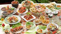 Rupanya makanan Indonesia sudah dikenal orang luar negeri, dijadikan lagu yang enak didengar.