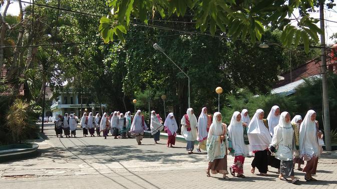 Para santriwati di Pondok Modern Darussalam Gontor, Ngawi, Jawa Timur (Liputan6.com/Giovani Dio Prasasti