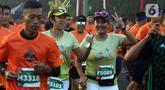 Peserta mengikuti l kegiatan lomba lari bertajuk Lo Gue Run (LGR) 2020 di Kompleks Monas, Jakarta Pusat, Minggu (26/1/2020). Kejuaraan LGR 2020 yang diikuti oleh total 3.500 pelari tersebut merupakan rangkaian kegiatan HUT Kodam Jaya ke 70. (Liputan6.com/Johan Tallo)
