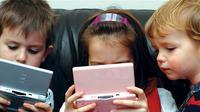 Jangan langsung dimarahi, ternyata main game pun miliki manfaat untuk tumbuh kembang anak. (Sumber Foto: Curtain News - Curtin University)