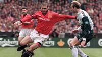 5. Eric Cantona (Leeds dan Manchester United) - 70 gol. (AFP/Gerry Penny)