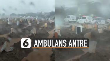 Deretan ambulans dengan sirene menyala antre di tempat pemakaman yang tengah hujan dan banjir.