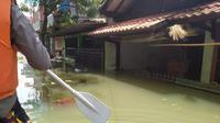 Perumahan Total Persada yang berada di Kecamatan Periuk, Kota Tangerang masih terendam banjir. (Foto:Liputan6/Pramita Tristiawati)