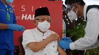 Wakil Presiden Ma'ruf Amin menerima suntikan vaksin Covid-19 dosis kedua pada Rabu (17/3/2021). (Foto: Dokumentasi Setwapres)