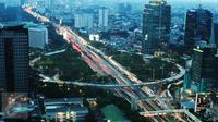Pemandangan jembatan simpang susun semanggi saat petang, Jakarta, Selasa (21/3). Pengerjaan proyek Jembatan Simpang Susun Semanggi ditargetkan rampung Agustus 2017 mendatang. (Liputan6.com/Angga Yuniar)