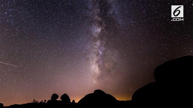 Hujan meteor Perseid akan kembali menyambangi Bumi pada akhir pekan ini, 11-12 Agustus 2018. Peristiwa alam langka tersebut tentu rasanya tidak bisa dilewatkan begitu saja, apalagi bagi kamu yang sangat menyukai fenomena alam luar angkasa.
