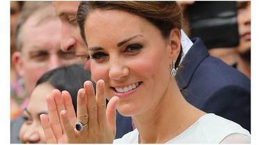 Kate sangat kecewa replika cincin tunangannya beredar di pasaran, karena cincin itu adalah warisan dari mertuanya, Lady Diana.