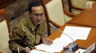 Capim Komisi Pemberantasan Korupsi (KPK) Sigit Danang Joyo menyampaikan pendapatnya saat Uji Kelayakan dan Kepatutan (Fit and Proper Test) dengan Komisi III DPR di Senayan, Jakarta, Rabu (11/9/2019). Sigit saat ini menjabat sebagai Kasub Dirjen Pajak Kemenkeu. (Liputan6.com/Johan Tallo)