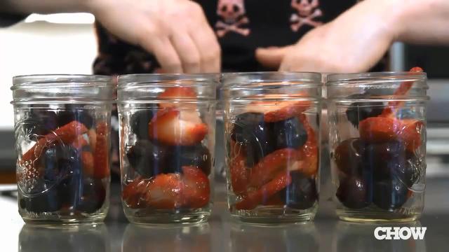 Mari belajar memasak menggunakan stoples gelas yang tahan panas seperti diajarkan oleh Karen Solomon