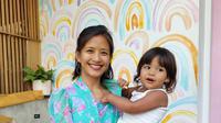 Sora & Mama di Give Cafe, Canggu, Bali