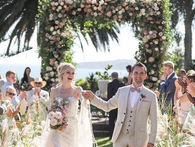 Pada Februari 2015, Model Elle Evans dikabarkan berpacaran dengan vokalis band Muse, Matt Bellamy. Pada Desember 2017, mereka mengumumkan pertunangan mereka (Liputan6.com/IG/@mattbellamy)