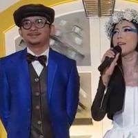 Pernikahan Poppy Sovia dan Ahmad Gussaoki. (Instagram/adesarah)